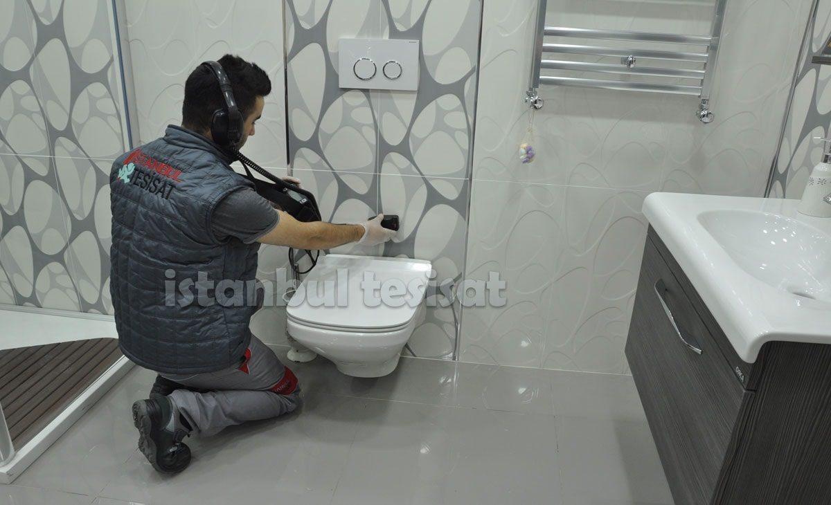 ust-katin-tuvaletinden-su-akiyor