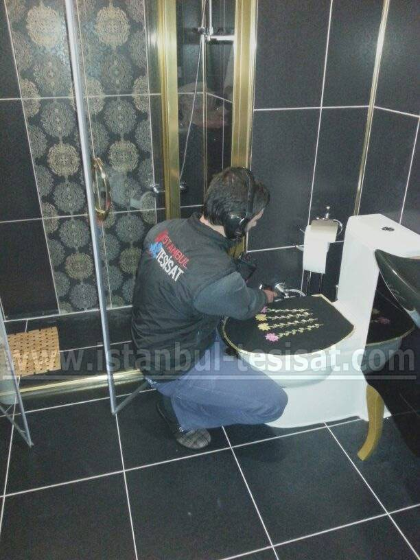 ust-katin-tuvaletinden-su-akiyor-