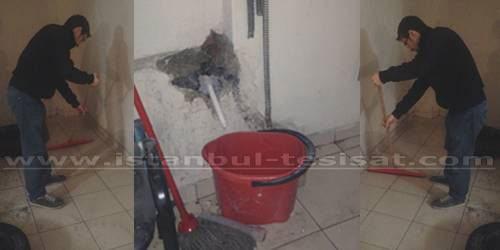 bodrumdan çıkan suyu temizleyen tesisatçı