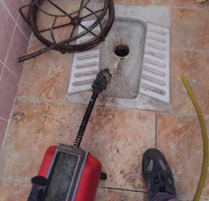 tuvalet tıkanıklığı açmaya yarayan alet